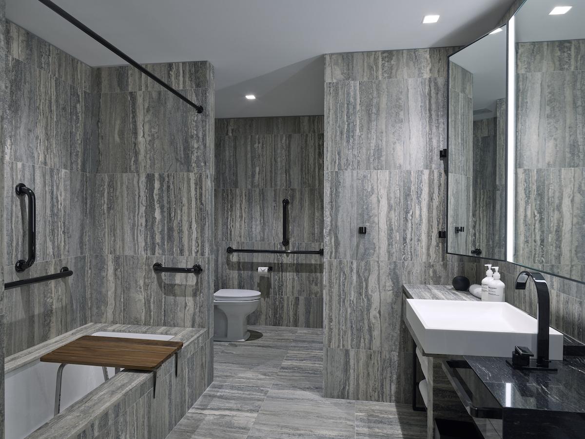 deluxe-adabathroom
