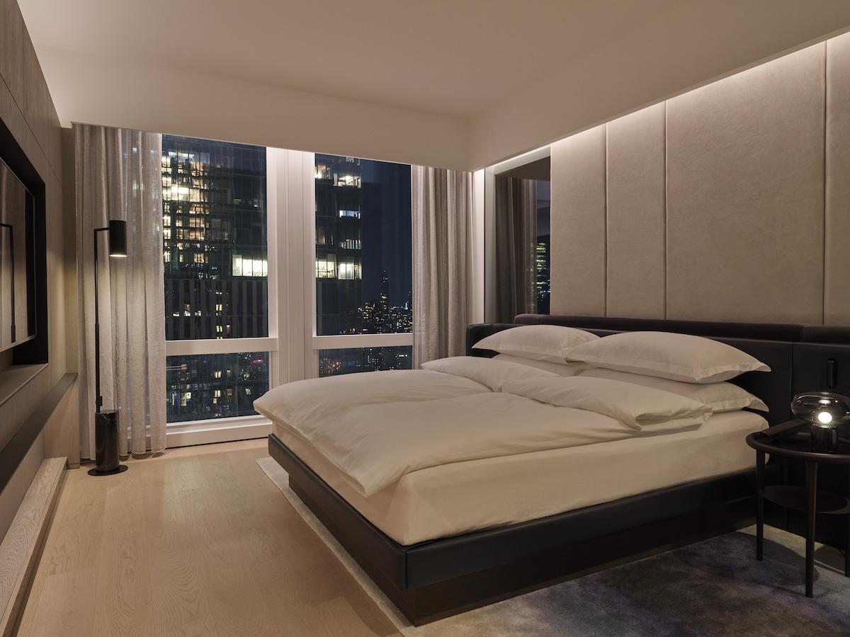 deluxesuitecity-bedroom