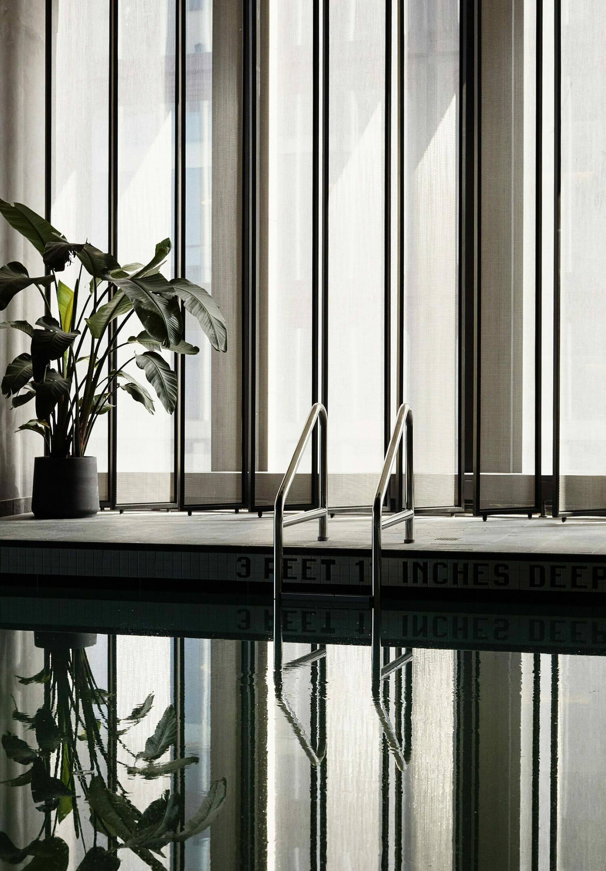 hotels-club-hm-062219-shot-02-indoorpool-0110